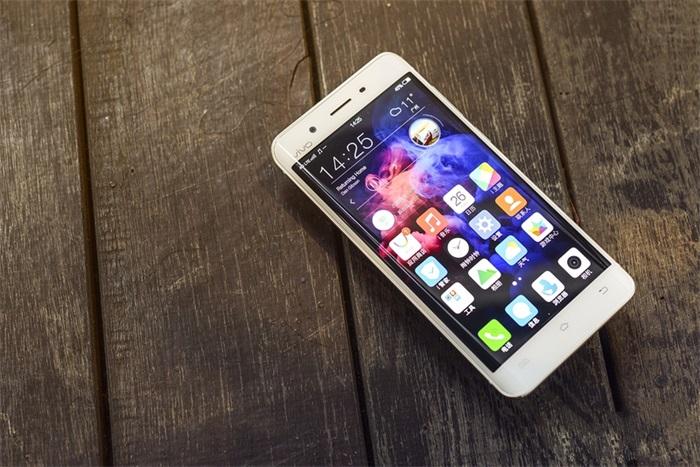 vivo Xplay5配置评测及手机外观:国产首款曲面